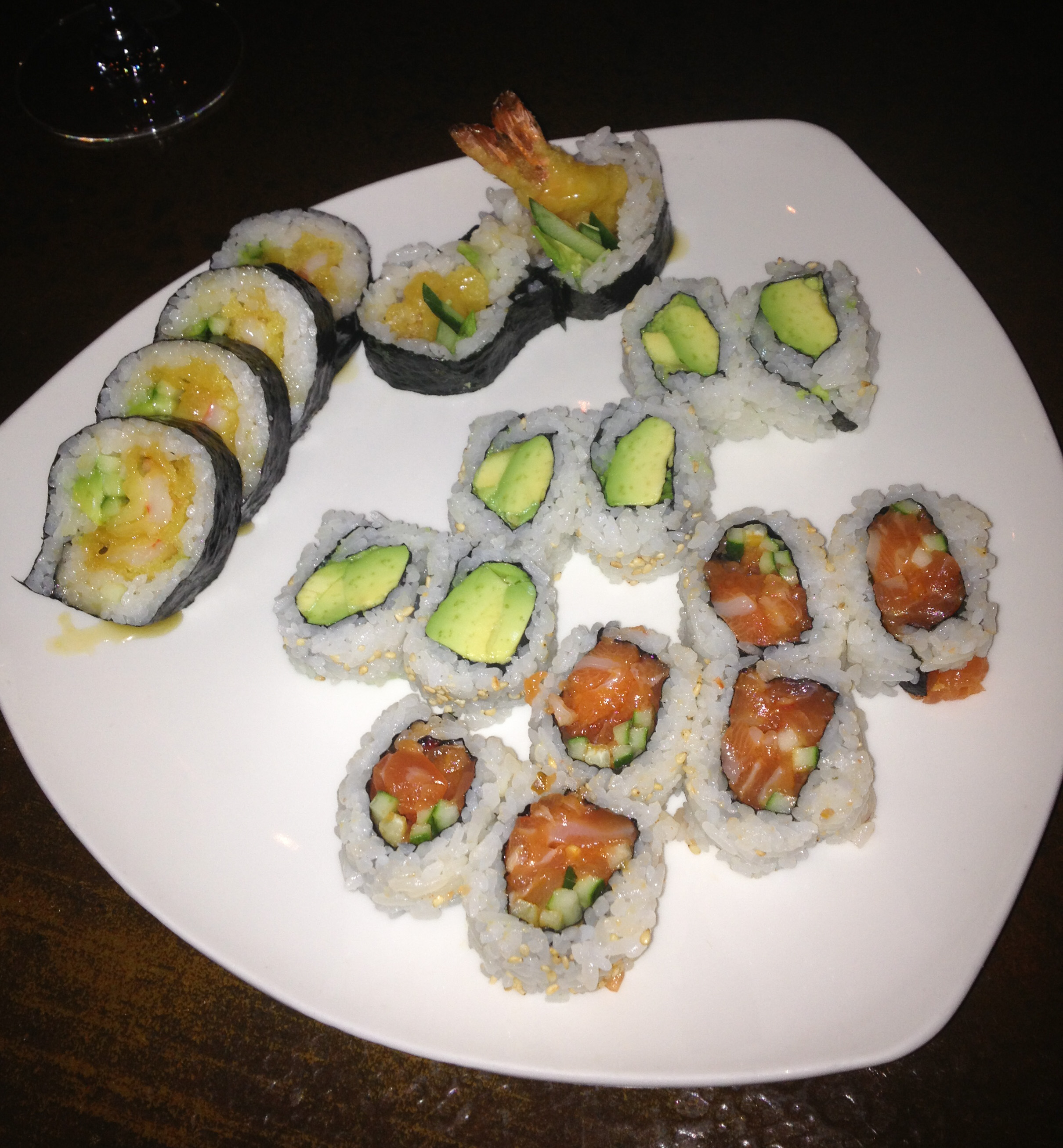 The blue fish sushi las colinas the fashion hour for Fish for sushi